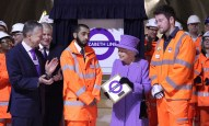 her-majesty-the-queen-visits-the-under-construction-crossrail-station-at-bond-street_227845-e1456256436648
